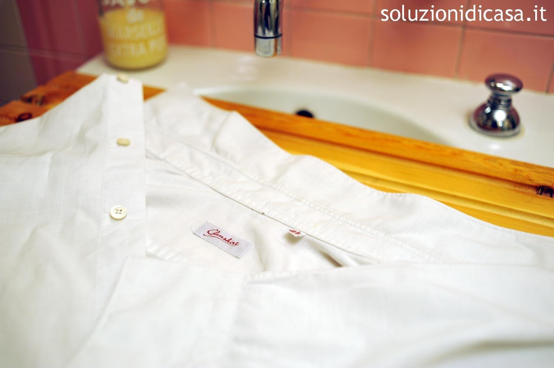 Come eliminare gli aloni su una camicia bianca soluzioni - Odore di fogna in bagno quando piove ...