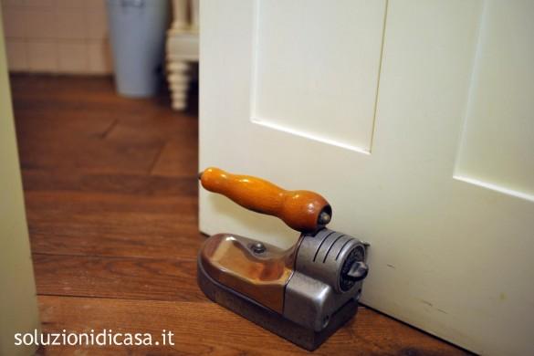 Come pulire porte e finestre soluzioni di casa - Pulire porte legno ...