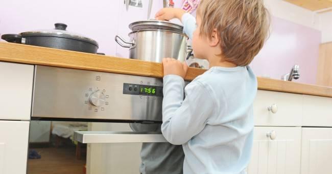 Cosa fare per evitare incidenti domestici ai bambini for Grandi bambini giocano a casa