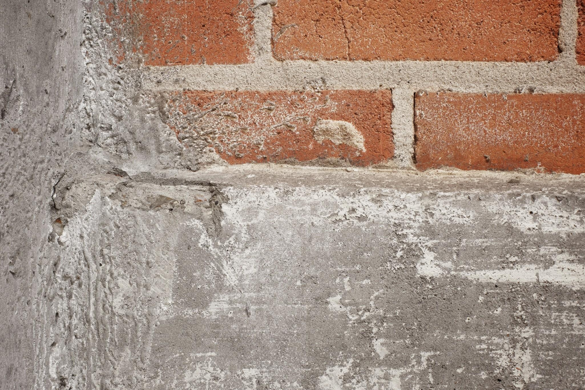 Come pulire il pavimento dal cemento soluzioni di casa - Pulire fughe piastrelle da olio ...