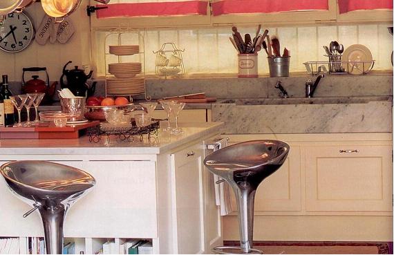 Arredare la cucina con mensole in metallo soluzioni di casa - Arredare la cucina ...