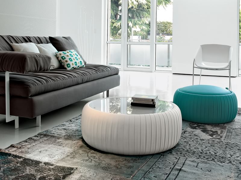 Arredamento in soggiorno i pouf soluzioni di casa for Arredamento soggiorno