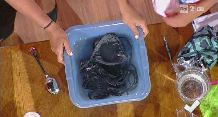 Colori Costumi Da Bagno : Come lavare e smacchiare i costumi da bagno dopo le vacanze
