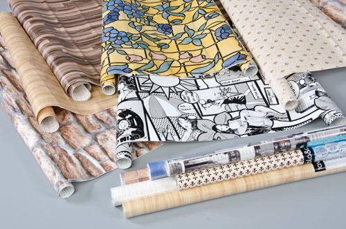 Come riutilizzare la carta da parati soluzioni di casa for Rotolo carta da parati adesiva