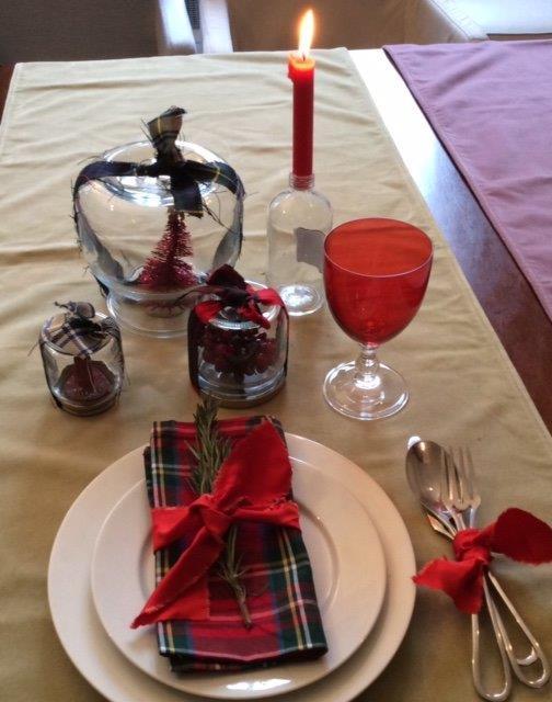 Come decorare la tavola di natale soluzioni di casa - Decorare candele per natale ...