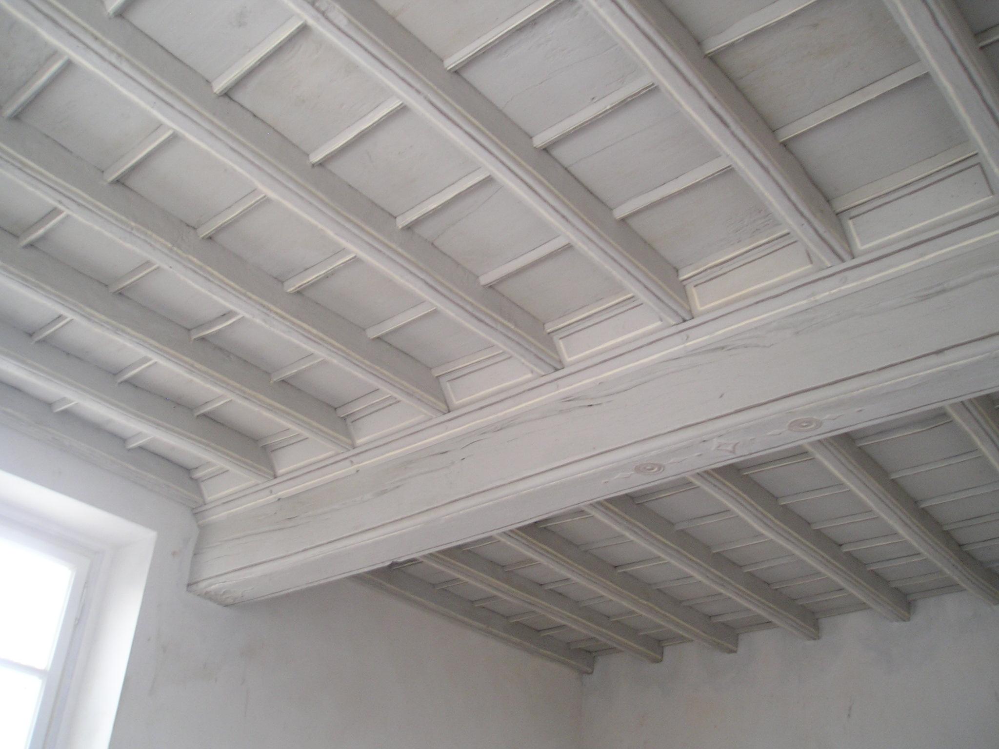 Come pulire il soffitto soluzioni di casa for Soffitto travi a vista bianco