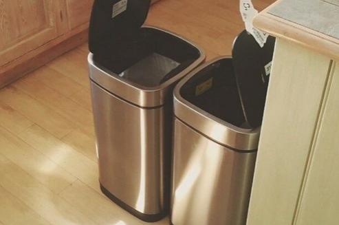 Come pulire i bidoni della spazzatura soluzioni di casa - Bidoni per differenziata casa ...