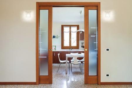 Pulire porte in vetro e legno grezzo soluzioni di casa for Porte in legno grezzo