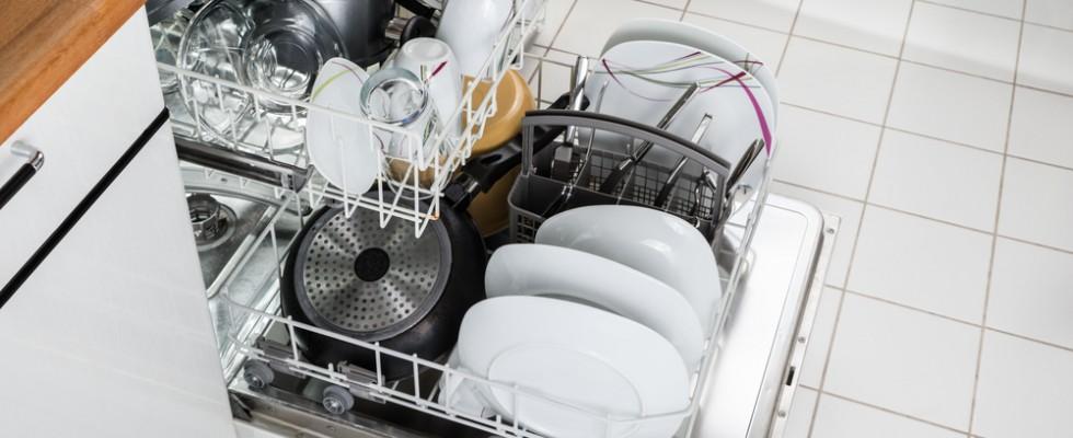 lavastoviglie fatica a