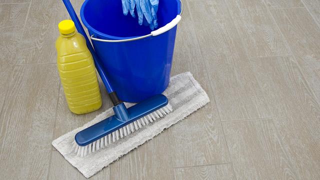 Come eliminare i batteri dai pavimenti soluzioni di casa - Pulire fughe piastrelle aceto ...