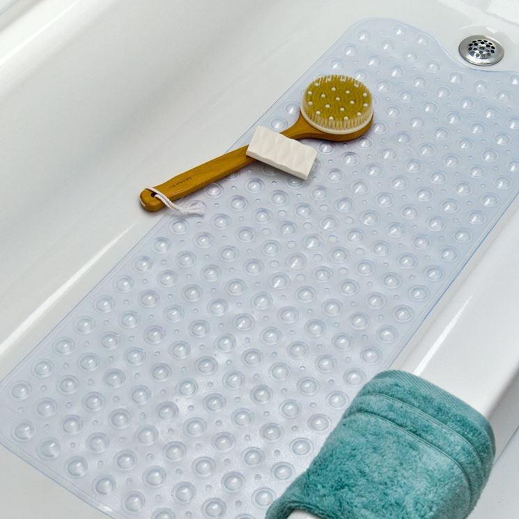 Come pulire i tappetini del bagno soluzioni di casa - Prodotti per pulire vasca da bagno ...
