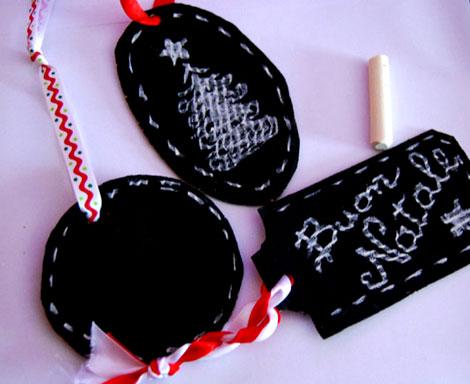 Come creare delle decorazioni natalizie con lavagne e - Creare decorazioni natalizie ...