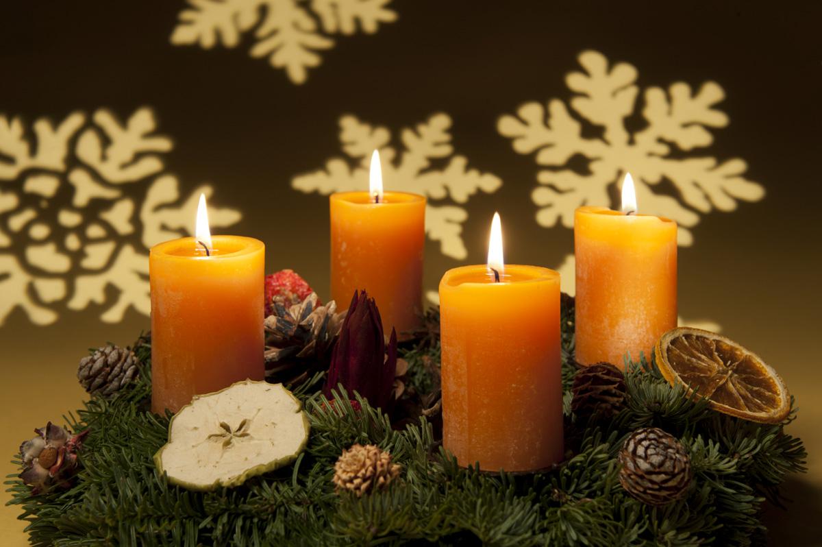 2 decori di natale insoliti soluzioni di casa - Decorare candele per natale ...