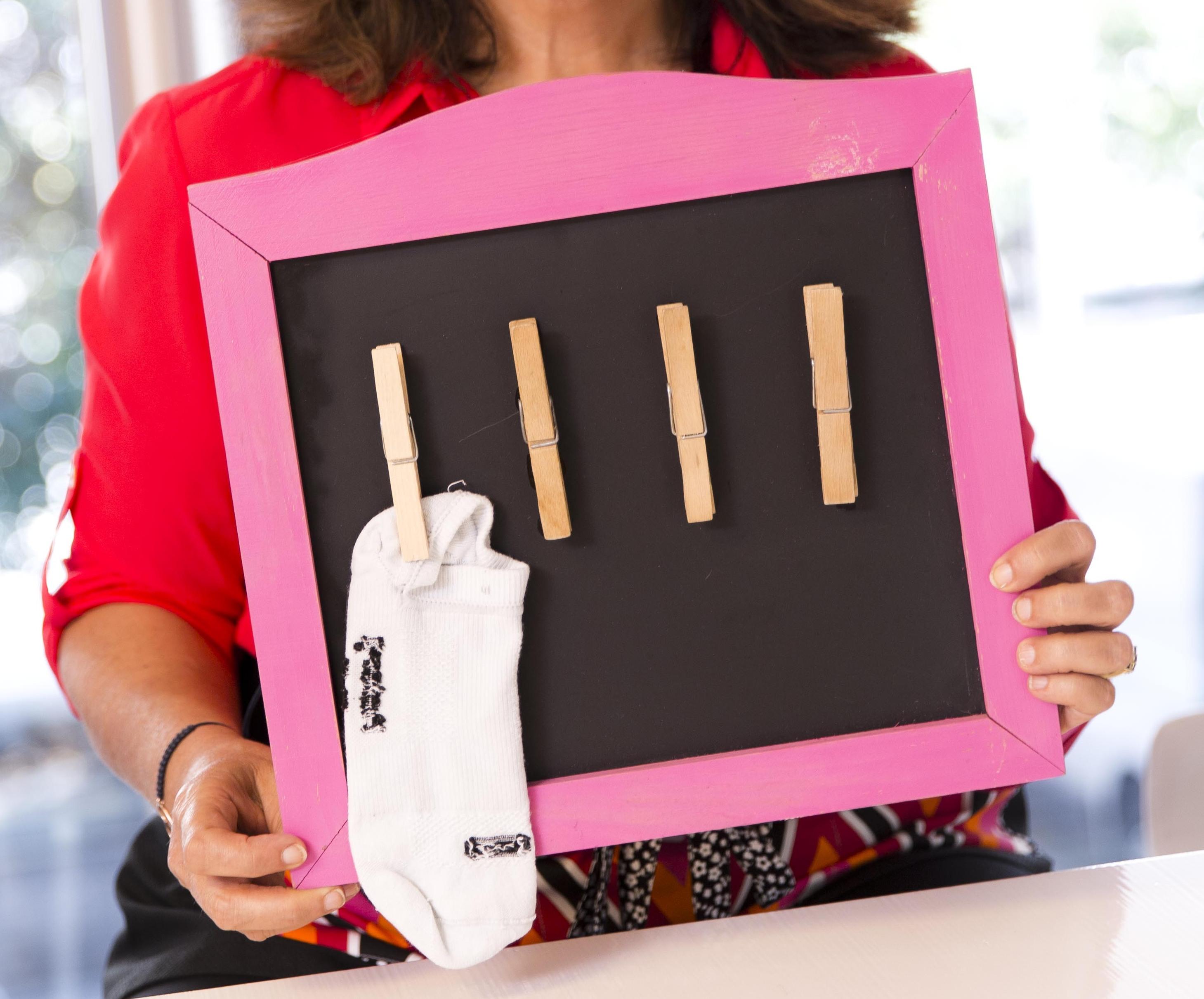 Come Pulire Parete Lavagna la lavagna appendi calzini - soluzioni di casa