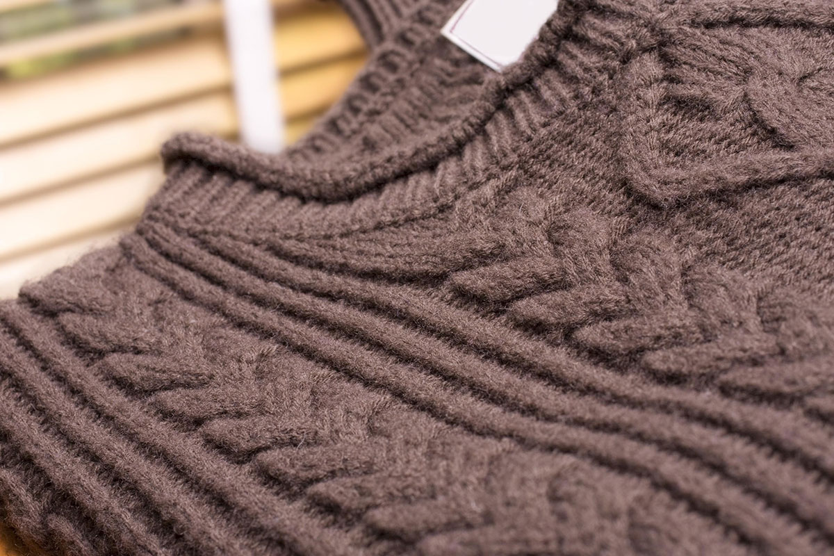 metà fuori 33d16 bc42b Come salvare un maglione infeltrito - Soluzioni di Casa
